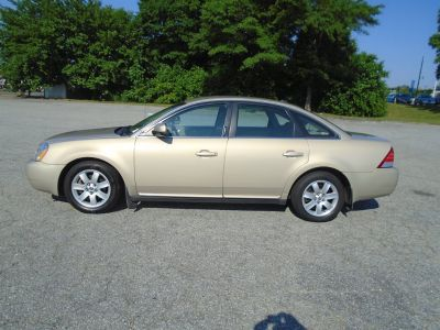 2007 Mercury Montego Base (Gold)