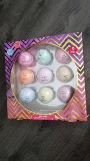 New sealed 9 Bathboms they are large sized with different scents