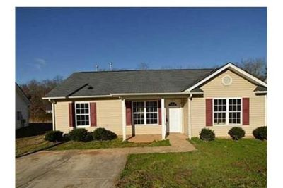 Renovated Home With Easy Access To Shopping