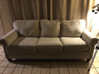 Creme couch