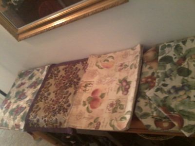 PLACEMATS, NAPKINS & CURTAIN SETS