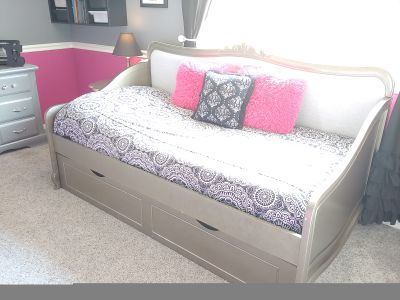 Twin sized trundle day bed