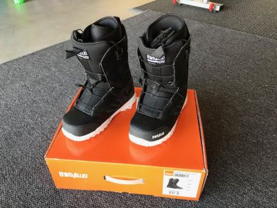 New Mens Snowboard Boots (size 9)