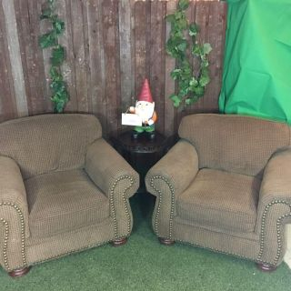 Very Comfortable Pair of Accent Chairs in Great Condition