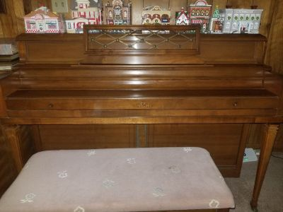 1975 Wurlitzer spinet piano, excellent condition, needs tuning