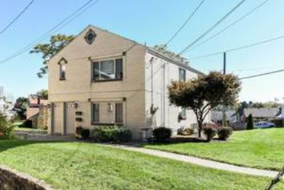 Great Brookline 2 Bedroom Duplex with a Garage & AC! May 1st