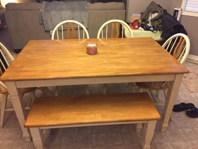 Kitchen table/chairs/bench