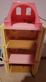 Expandable doll house with furniture and some people