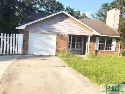 610 Honey Creek Lane Hinesville, This Three BR home is in