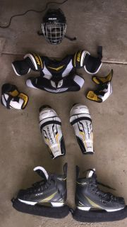 Boys Large or Men's Small Assorted Hockey Gear