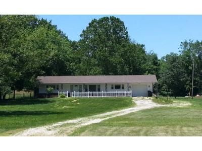 2 Bed 1 Bath Preforeclosure Property in Pacific, MO 63069 - Us Highway 66
