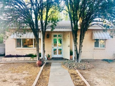 Charming 2bd/1ba bungalow with large enclosed yard!