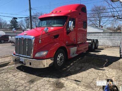 2013 Peterbilt 587 T/A Sleeper Truck Tractor