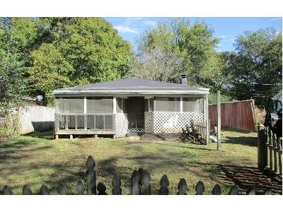 2 Bed 1 Bath Foreclosure Property in Clarksville, TN 37040 - W Rossview Rd