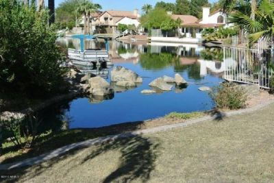 Beautiful 3bd/2bath chandler property on the lake front
