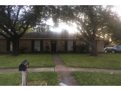 3 Bed 2 Bath Preforeclosure Property in Friendswood, TX 77546 - David Glen Dr