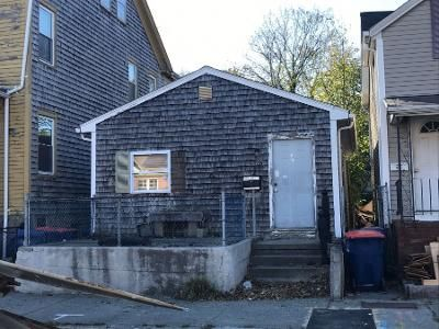 1 Bed 1 Bath Preforeclosure Property in New Bedford, MA 02740 - Acushnet Ave