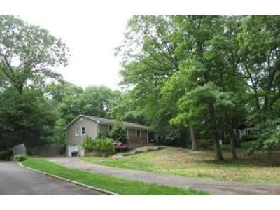 4 Bed 3 Bath Foreclosure Property in Huntington Station, NY 11746 - Village Hill Dr