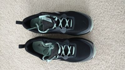 Women's Adidas shoes. Size 10 like new
