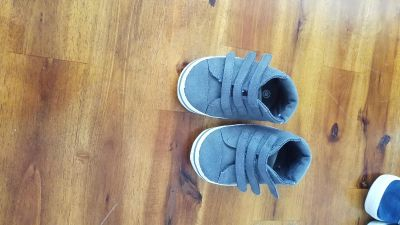 Size 3 wide soft baby shoes.
