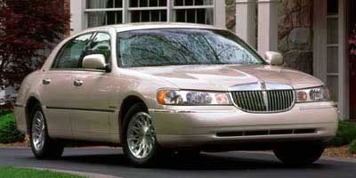 1999 Lincoln Town Car Signature (Red)