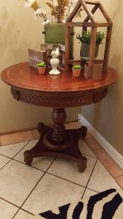 Beautiful round table.. $75
