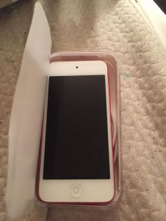 iPod Touch 6 pink 16gb (charger included)