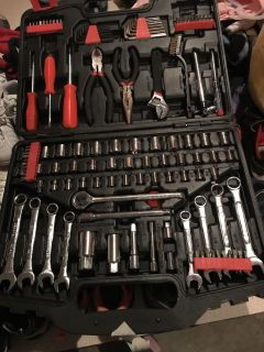 Tool set w carrying case