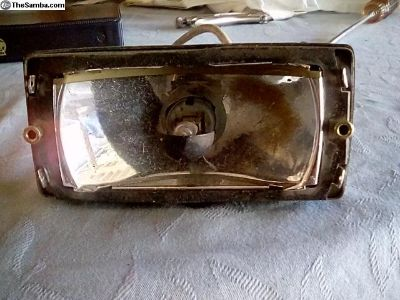 One drivers (fog) lamp for Porshe 911 missing lens