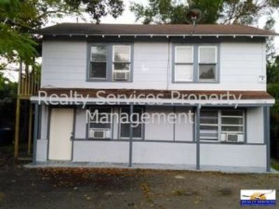 UP STAIRS UNIT OF DUPLEX READY FOR MOVE IN - DOWNTOWN FORT MYERS
