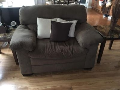 Sofa, Loveset, Recliner, Storage Ottoman & Throw Pillows