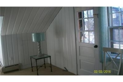 Lovely 1 Bedroom 2nd Floor Apartment utilities included Near Newburyport