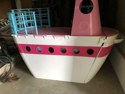 Barbie boat and accessories