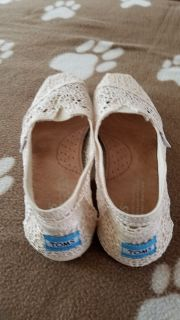 Toms ladies shoes NEW size 6-1/2