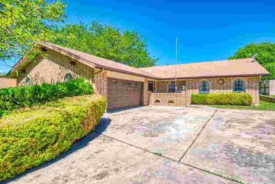 112 Spanish Oak Lane KERRVILLE, Spacious Three BR