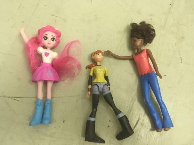 Female action figures , 3