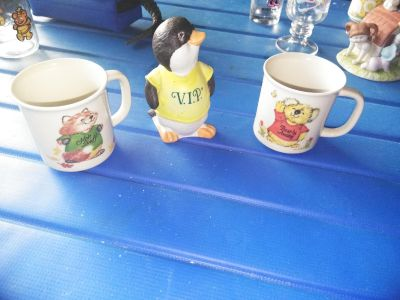 Vintage 1980s Shirt Tales cups and penguin