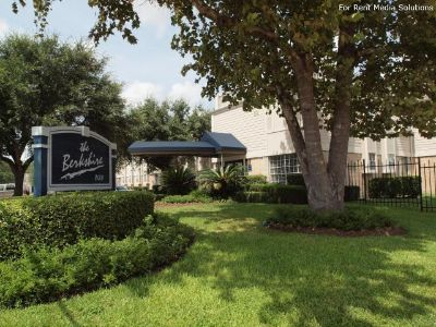 $1,060, 3br, The Berkshire homes  in Southeast Houston, TX  . -3 Bedrooms-2 Bathrooms  Rent to Own,..