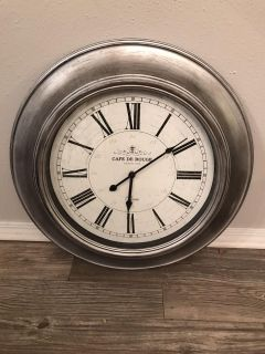 MED/LG SILVER CLOCK - 6 mon. Old...NO HOLDS!