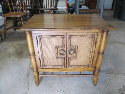 Vintage Thomasville (1976) End Table/Bedside Table with Bamboo and Caning
