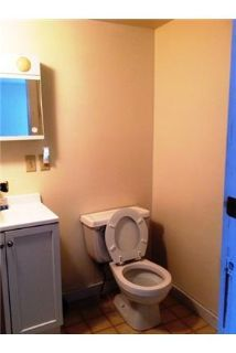 Small studio in cottage type building in a complex. Parking Available!