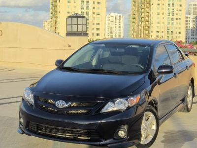** 2011 TOYOTA COROLLA S LIKE NEW **