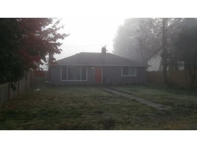 2 Bed 1 Bath Foreclosure Property in Everett, WA 98203 - Rockefeller Ave