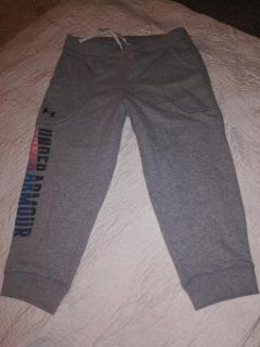 Youth xl under armour capri length sweat pants