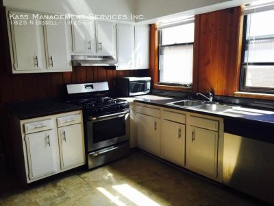 Huge 3 Bed Stand Alone Coach House in Lincoln Park, Eat-in Kit, Pet Friendly