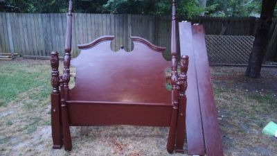 Wooden Queen size Poster Bed