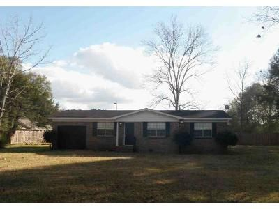 3 Bed 2 Bath Preforeclosure Property in Mobile, AL 36618 - Overlook Rd