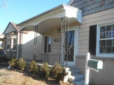3 Bed 2 Bath Foreclosure Property in Redford, MI 48239 - Centralia