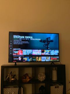 TCL Roku TV 55 used only 6 months ( comes with its box)
