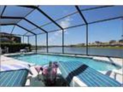 Villa Sunrise Dream-Lakeside Villa 4 Miles to Disney - House